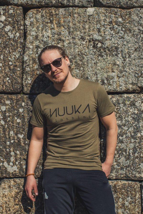 nuuka_clothing_t_paita_khaki2.jpg